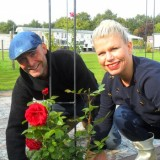 anne-marie jung en burt rutteman , de rode roos van de liefde, voor meisjes met rett syndroom bij buitengoed de gaard