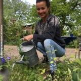 birgit schuurman watert haar abc love supreme delphinium geplant bij buitengoed de gaard vakantiehuisje pipowagen superdeluxe midden limburg