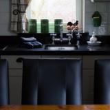 comfortabel aan de keukentafel in vierseizoenenhuisje foto belinda keulen