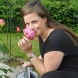 elise schaap koestert roos geplant bij buitengoed de gaard mammaloewagen limburg