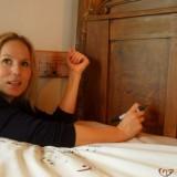hadewych minis schrijft 'as de sterre dao baove straole' op bed vierseizoenenhuisje buitengoed de gaard