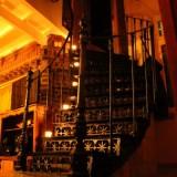woonkamer trap naar torenkamer vakantiehuisje limburg buitengoed de gaard