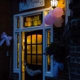 entree vierseizoenenhuisje voor bruidspaar foto belinda keulen