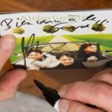 gerard-jan alderliefste signeert cd's buitengoed de gaard foto belinda keulen
