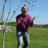 jon van eerd bezoekt graag zijn notenboom tijdens een verblijf bij buitengoed de gaard limburg