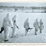 britse soldaten patrouille leudal regio camouflagekleding sneeuw foto uit boek verdraagtj uch-archief hugo levels liberation route arrangement buitengoed de gaard
